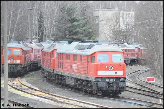 232 527-2 ist seit dem 13. Dezember 2015 in Chemnitz am AW abgestellt. Am 17. Juli 2015 wurde die Lok z-gestellt und bereits am 20. Juli 2015 ausgemustert