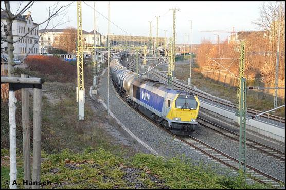 Unerkannt blieb am 3. Dezember 2015 beim Verlassen des Chemnitzer Hbf. diese Maxima 40CC. Aufgrund der Lackierung kann es sich aber nur um 264 001-9 oder 264 003-5 handeln