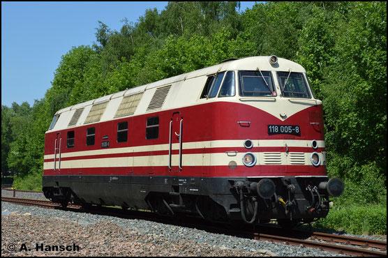 118 005-8 gehört den Eisenbahnfreunden aus Arnstadt. Am 13. Mai 2018 konnte sie bei der Lokparade im Bw Schwarzenberg bewundert werden
