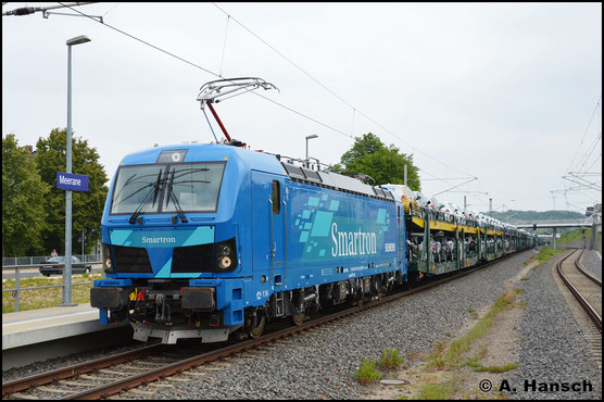Mit großer Schrift wirbt Siemens für ihre neue Lokomotive