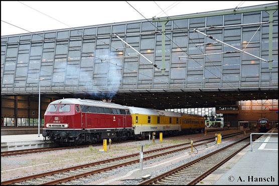 Am 27. Mai 2015 kam 225 001-7 (Railsystems RP 215 001-9) an einem Messzug zum Einsatz. Hier ist die Fuhre bei der Ausfahrt aus Chemnitz Hbf. zu sehen