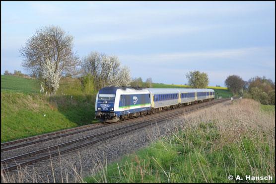 Kurz vor Geithain hat 223 152-0 am 22. April 2016 einen Leerreisezug der MRB am Haken. Der RE6 Chemnitz - Leipzig ist zu diesem Zeitpunkt mit teilweise gedrehten und nur 4 Wagen starken Zügen unterwegs