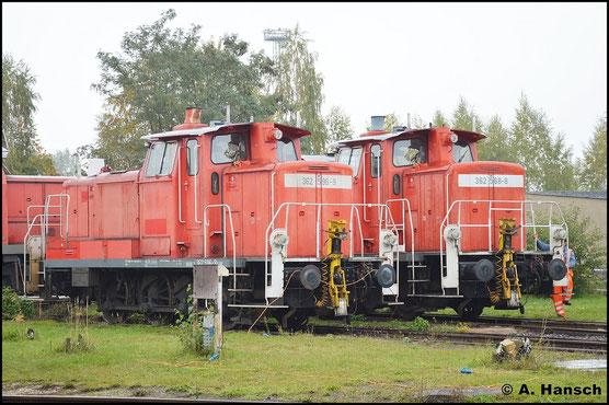 362 596-9 steht am 19. Oktober 2015 an der Drehscheibe in Leipzig-Engelsdorf. Neben ihr ruht sich Schwestermaschine 362 568-8 aus