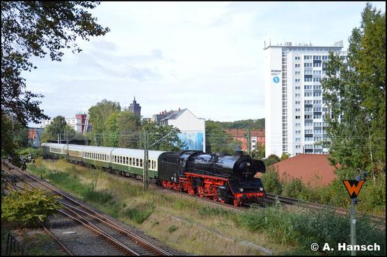 In Aktion konnte ich die Lok am 22. September 2018 in Chemnitz-Süd beobachten. Am Haken hat sie einen Sonderzug nach Radebeul