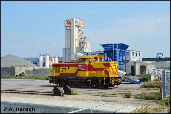 Am 28. August 2019 wartet 345 377-6 (MEG Lok 77) am Seehafen Rostock auf neue Aufgaben