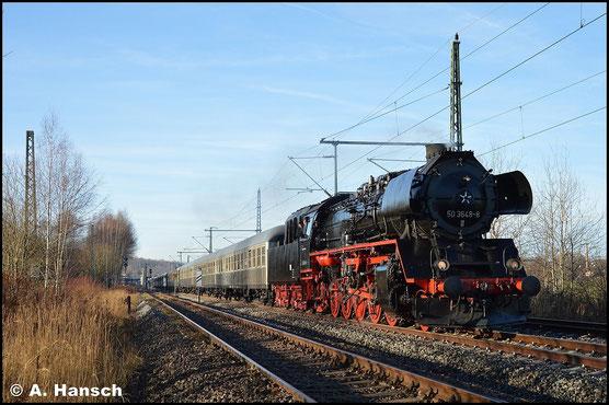 Ihre erste offizielle Sonderfahrt hat sie schließlich am 20. Dezember 2015 nach Annaberg-Buchholz. In Chemnitz-Hilbersdorf entstand dieses Bild des langen Zuges