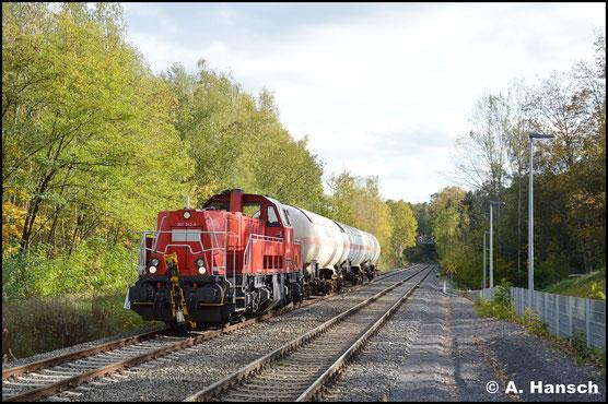 261 012-9 ist am 25. Oktober 2019 mit drei Gaskesselwagen nach Hartmannsdorf unterwegs. Am Hp Chemnitz-Küchwald entstand das Bild des Zuges