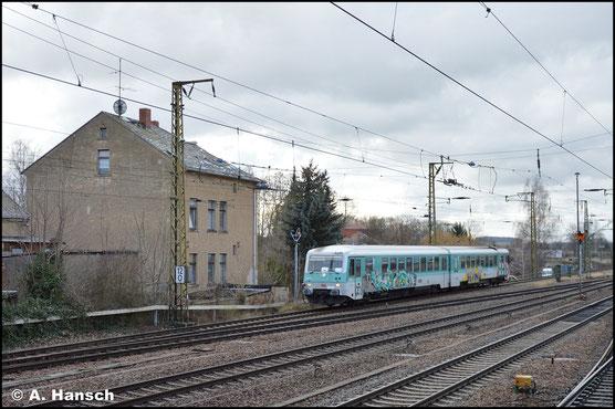 628 673/486 war Anfang des Jahres 2020 für einige Zeit zwischen Glauchau und Gößnitz im Einsatz. Am 5. Februar erreicht der arg beschmierte Triebwagen gerade den Bf. Gößnitz