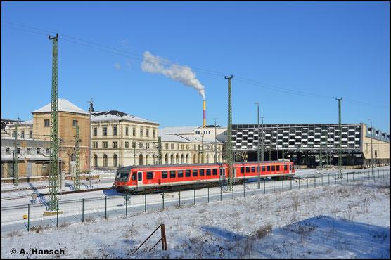 628/928 496 verlässt am 14. Februar 2021 Chemnitz Hbf. gen Mühldorf. Der Triebwagen war zur Instandhaltung im AW Chemnitz