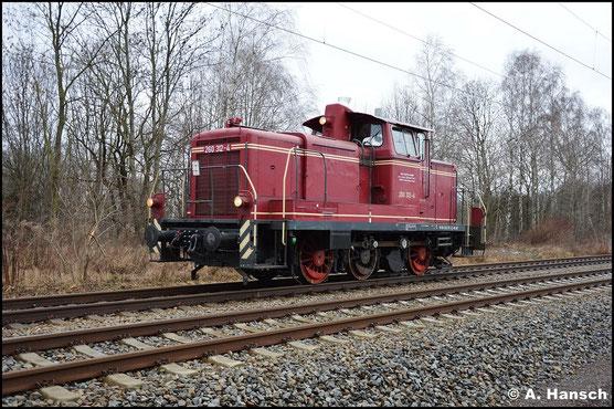 360 312-3 (BGL 260 312-4) wird zukünftig als Rangierlok im Rbf. Küchwald am HKW Nord in Chemnitz für Verschubarbeiten im Einsatz stehen. Am 14. Februar 2016 erreicht sie Chemnitz. Hier durchfährt sie den ehem. Abzweig Furth, kurz vorm Hbf.