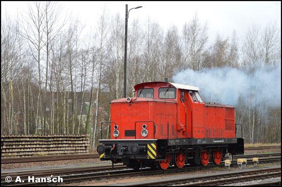 Am 28. November 2017 kommt die Lok gerade frisch von der HU aus Cottbus. Angekommen im Rbf. Chemnitz-Küchwald entstand dieses Bild