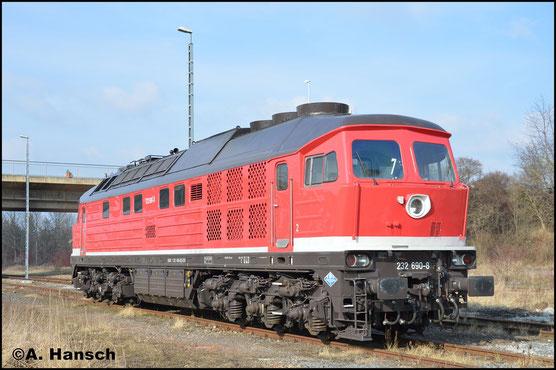 Am 21. Februar 2018 trägt die Lok wieder ihre alte, orientrote Lackierung mit weißer Bauchbinde. Inzwischen gehört sie der Erfurter Bahn Service GmbH. In Gera Hbf. entstand dieses Bild