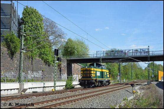 Am 27. April 2018 durchfährt 211 074-0 der Erfurter Gleisbau GmbH das Chemnitzer Stadtgebiet