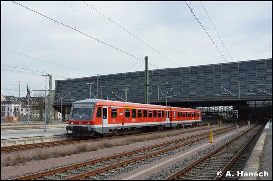 Am 9. April 2018 erlebt die BR 628 in Chemnitz eine kleine Renaissance. Wegen Fahrzeugmangel setzt die Erzgebirgsbahn 628/928 597 als RB81 zwischen Chemnitz Hbf. und Olbernhau-Grünthal ein. Hier verlässt der Triebwagen Chemnitz Hbf.