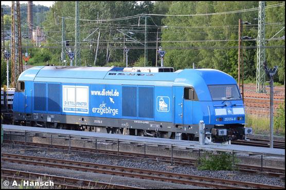 223 051-4 (PRESS 253 014-9) steht am 29. Juni 2016 mit Schwellenzug am AW Chemnitz