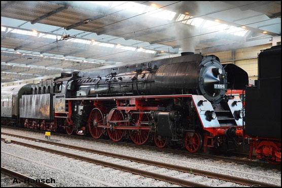 Am 2. April 2016 kam 01 1519-6 gemeinsam mit 01 0509-8 an einem Sonderzug zwischen Dresden und Cheb zum Einsatz. In Chemnitz Hbf. entstand dieses Bild