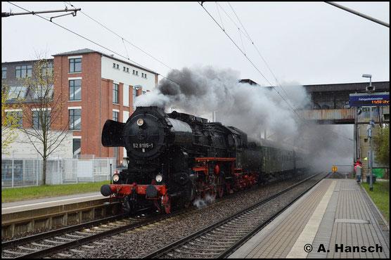 Am 14. April 2019 eilt 52 8195-1 mit Sdz nach Frankfurt/M. durch Chemnitz-Schönau. Die Lok war beim Dresdner Dampfloktreffen zu Gast