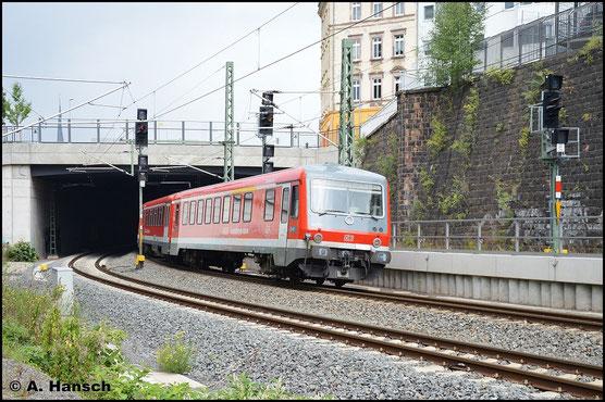 628/928 589 und 628/928 591 der DB REGIO Südostbayernbahn sind am 21. September 2015 auf dem Weg ins AW Chemnitz, wo sie modernisiert werden sollen. Hier ist die Fuhre kurz vor Chemnitz Hbf. zu sehen
