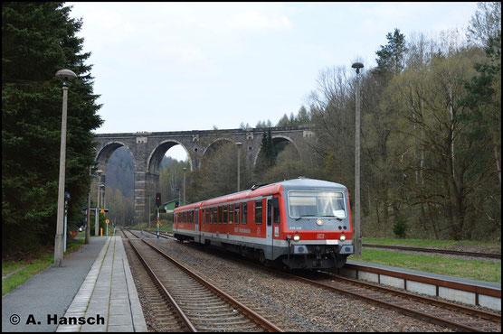 628/928 490 erreicht als RB aus Olbernhau-Grünthal am 8. April 2019 den Bf. Hetzdorf. Der Triebwagen ist wegen Fahrzeugmangel bei der EGB im Einsatz