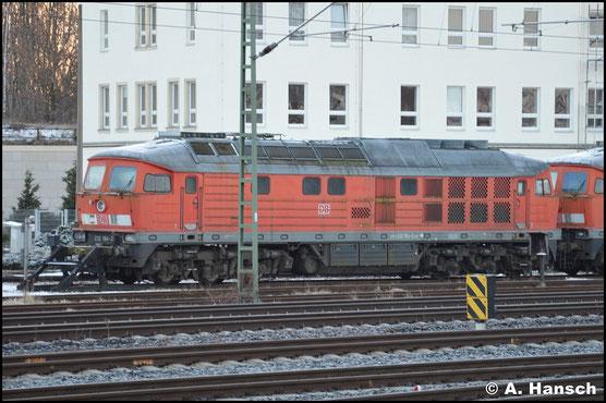 232 184-2 steht neben 232 448-1 am 25. Februar 2017 vorm AW Chemnitz. Die Loks wurden zum Abtransport aus dem DB-Stillstandsmanagement geholt