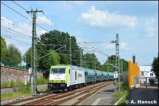 Am 8. Juni 2018 durchfährt die Lok mit Düngerzug die Chemnitzer Stadtlage