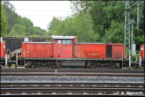 295 006-1 ist eine von 13 Loks, die am 24. Juni 2018 in einem Lokzug das Stillstandsmanagement Chemnitz erreichen. Zuvor waren sie in Hamm abgestellt