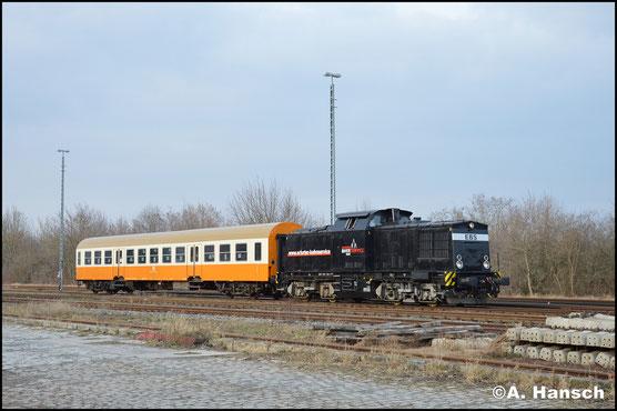 """Am """"Lückenfüller"""" auf der Pfefferminzbahn hat 202 738-1 am 21. Februar 2018 Dienst. Kurz vor der Bereitstellung des Zuges entstand in Sömmerda dieses Bild"""