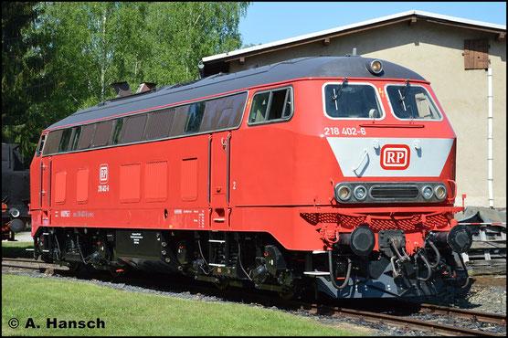 Mit 218 402-6 existiert nun auch wieder eine 218 in orientrot mit weißem Latz. Am 13. Mai 2018 steht die nahezu frisch lackierte Maschine im Bw Schwarzenberg als Gastlok zum Bw-Fest
