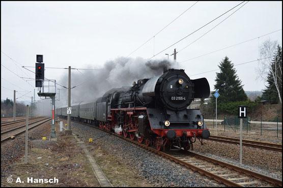 Am 2. März 2019 konnte 03 2155-4 auch endlich einmal an einem Sonderzug fotografiert werden. Aus Cottbus kommend, erreicht der Zug hier gerade den Bahnhof Niederwiesa. Ab hier übernimmt 50 3648-8