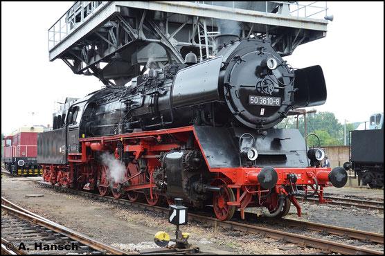Seit diesem Jahr steht 50 3610-8 wieder unter Dampf. Beim 27. Heizhausfest des SEM Chemnitz, am 18. August 2018, konnte ich die Lok am Kohlehochbunker fotografieren