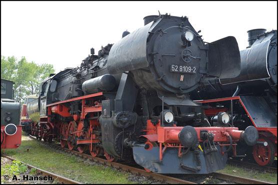 Die 52 8109-2 gehört dem TEV Weimar. Im dortigen Bw konnte die Lok am 28. Mai 2016 von mir auf den Chip gebrannt werden