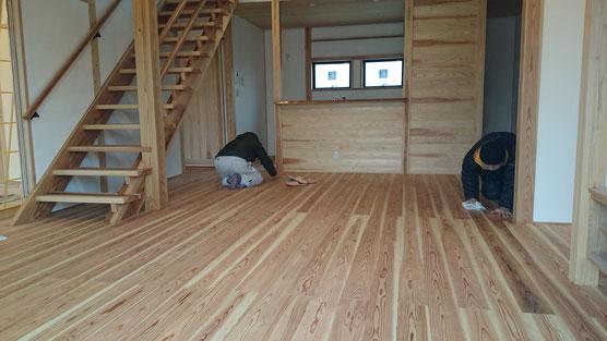 自然素材の家づくり 自然健康床塗装