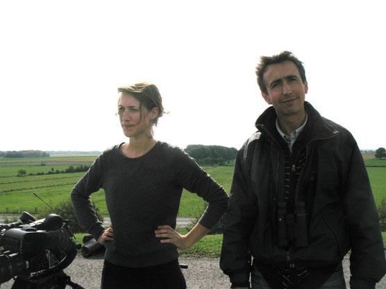 Marie Chaudet journaliste et Antoine Cubaixo Guide ornithologue par Jean Chevallier illustrateur naturaliste au Lac du Der pendant le tournage (Automne 2013)