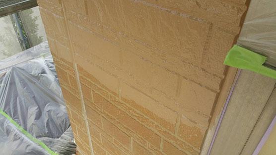 垂井町、関ヶ原町、養老町、大垣市、池田町、揖斐川町、春日村で外壁塗装工事中の外壁塗装工事専門店。垂井町で外壁塗装工事/中塗り塗装作業中