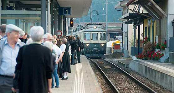 Einfahrt Pendelzug Mirage, Bahnhof Walkringen