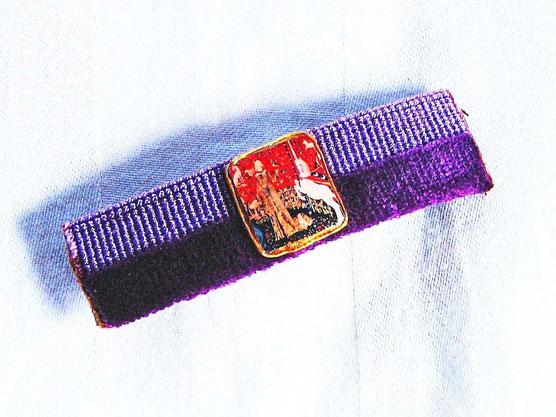 """AM 1 - Barette sur base de tapisserie violette, motif """"Dame à la licorne"""""""
