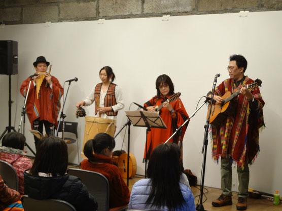 講師の楽団「ワイラ・タキ」によるミニコンサート