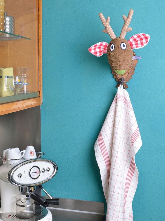 Wandtrophäe Ole mit Haken, der universelle Halter für Geschirrtücher, Hundeleinen und als Garderobe.  Wanddeko für Küche, Wohnzimmer, Flur.