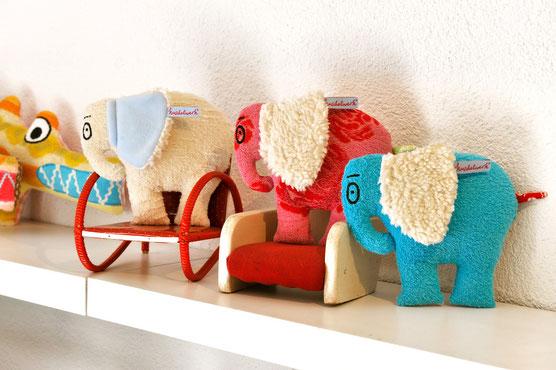 Elefant Konrad - jedes Exemplar ein handgefertigtes Unikat mit Retrostoffen.