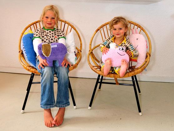 Nicht nur Kinder freuen sich über Biene Martha, handgefertigt aus originalen  Frottee Stoffen der 60er und 70er.
