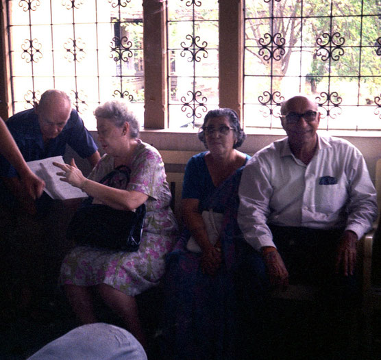 1969 : Guruprasad. Francis Brabazon talking to Ivy Duce with Sarosh & his wife Viloo.