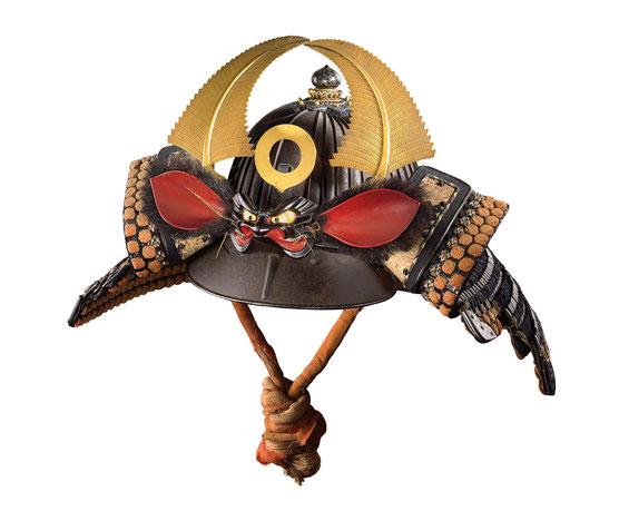Samurai-Helm mit Dämon und Farnwedeln