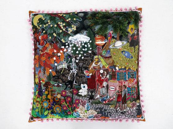 Textilarbeit zeigt ein Kissen zum Thema Hänsel und Gretel für den Wettbewerb Art Jaquard Inspirationen