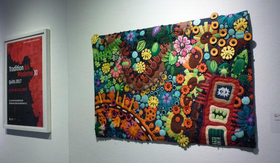Plakat zur Ausstellung Tradition bis Moderne XI  Quilts 2017 der Patchworkgilde Deutschland und Quilt Virtual reality von Jutta Kohlbeck. Foto zeigt den ersten Blick beim Betreten des Museums