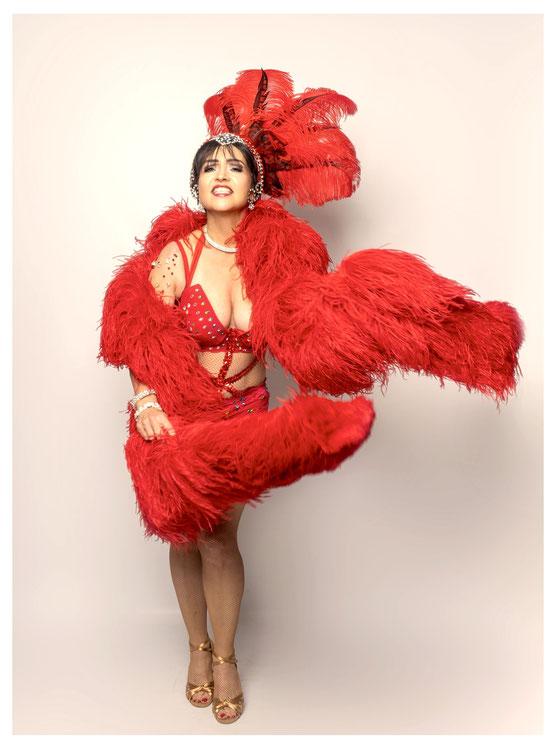 Unsere beliebte Burlesque-Lehrerin Topsy Curvy aka Christina in ihrem Glamour Burlesque Kostüm. Foto: Martin Dürr. Vintage Dance Studio München, Rising Starlets Burlesque Show