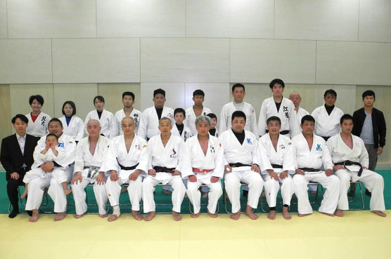 札幌・中央柔道倶楽部の参加者の集合写真です。