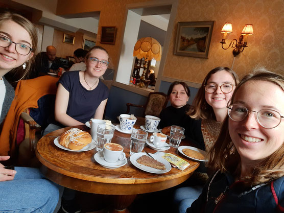 Fika mit Julia, Sonja, Isabell, Clarita und Hannah