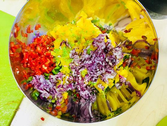 Pfirsich-Paprika-Salsa im Werden...