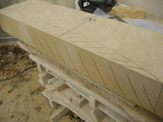 linteau-cheminee-pierre-taille -var-83