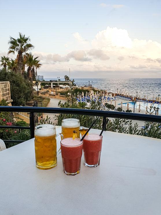 Happy hour a' la Malta. Keine Drinks zum halben Preis, zwei Drinks zum Preis von einem.  Darauf muss man erst einmal kommen.